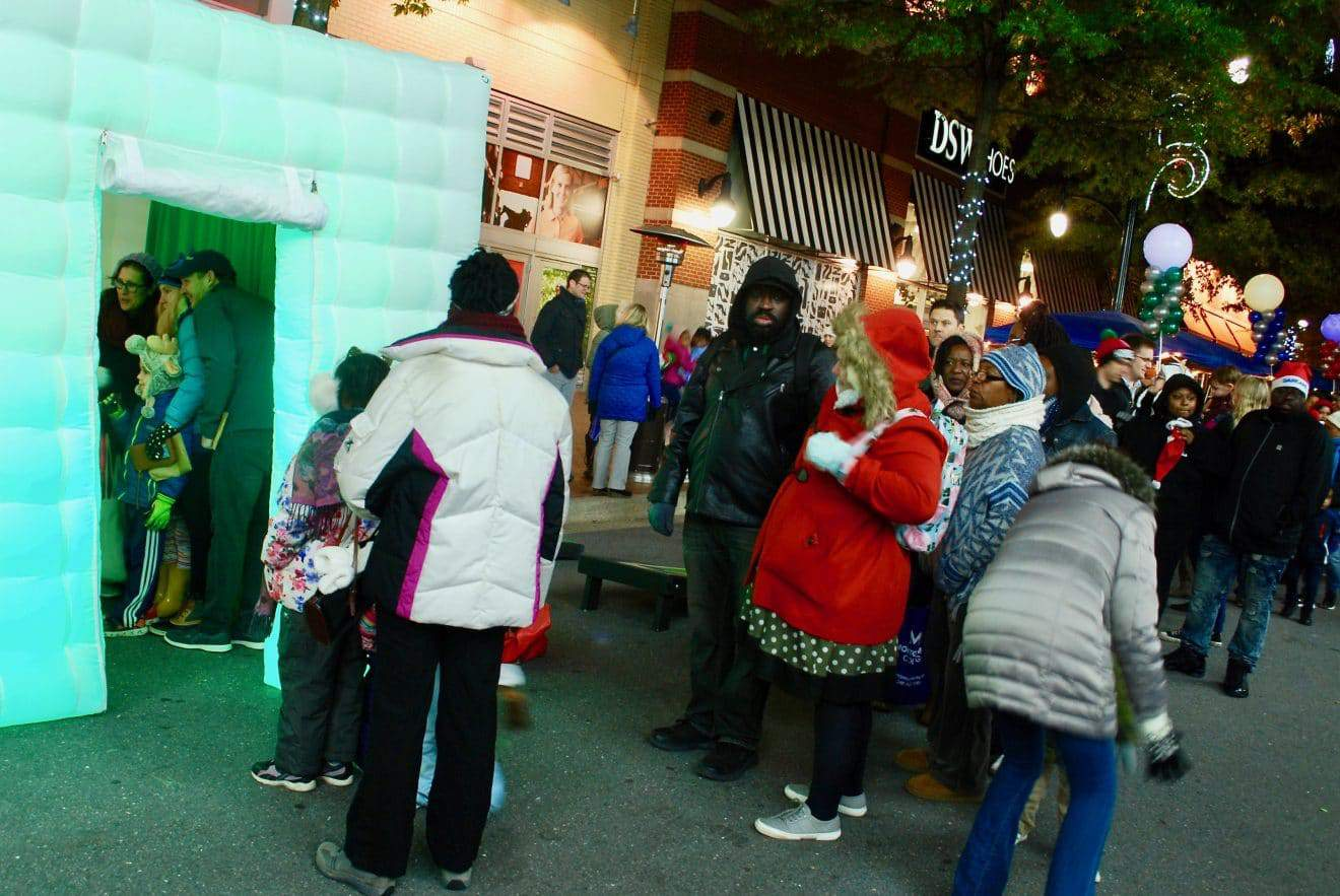 CommUNITY Holiday Tree Lit in Downtown Silver Spring