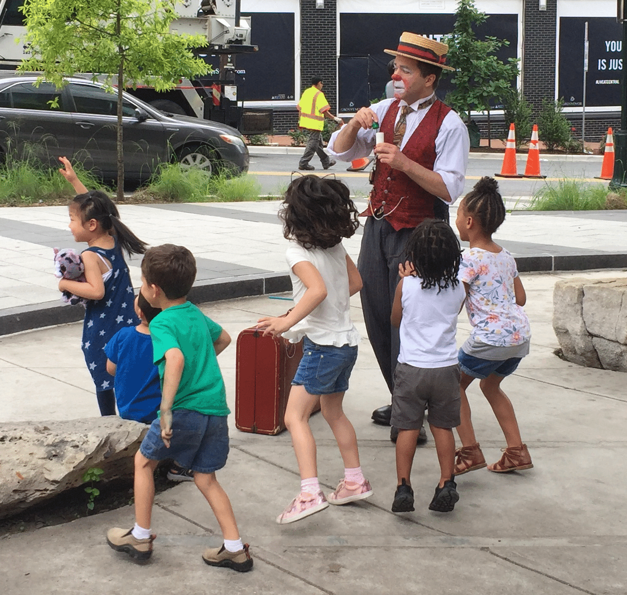 Street Entertainer Matthew Pauli Kicks Off Summer Reading